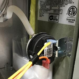 گرم نشدن رادیاتورها به دلیل خرابی پرشر دود